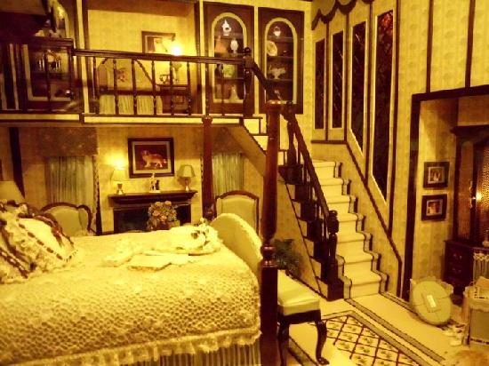 The Mini Time Machine Museum of Miniatures: Looks like you could live here!