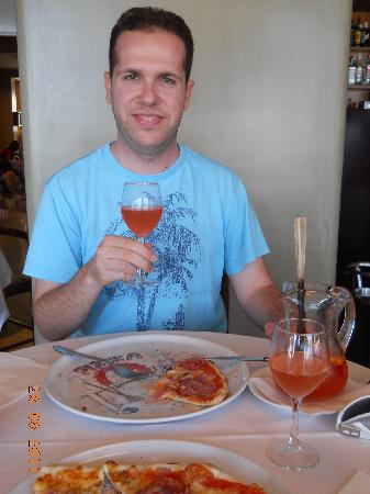 Hotel Athene : pizza and sangria