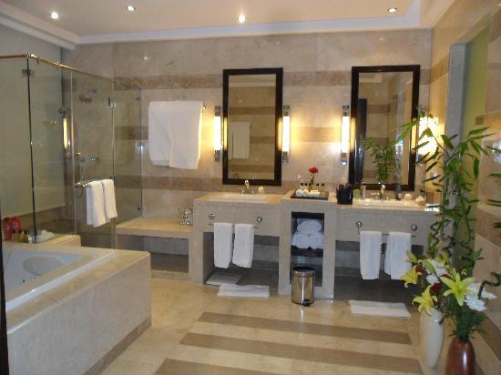 Reef Oasis Blue Bay Resort: bathroom