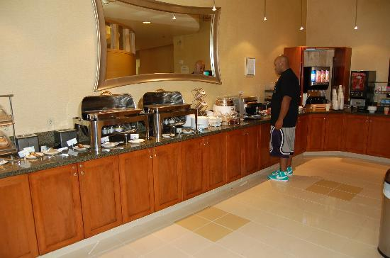 SpringHill Suites Pittsburgh North Shore: Breakfast bar