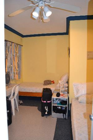 Slimiza Suites: Room 202