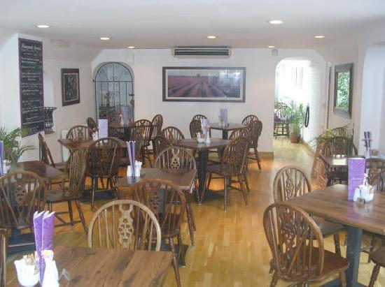Little London Cafe: Main dining area