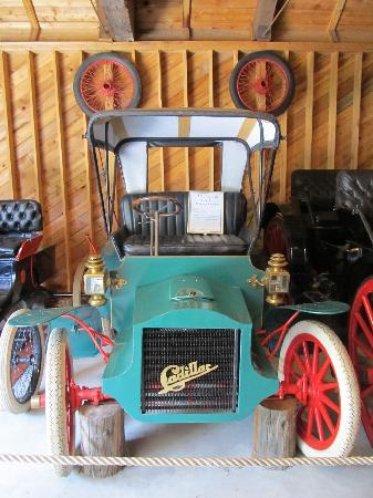 Three Valley Lake Chateau & Ghost Town: cool old car collection