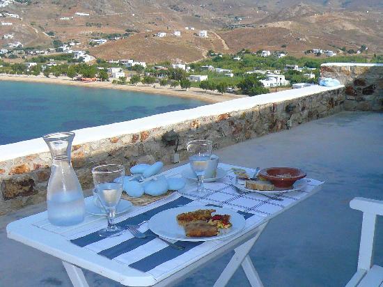 Studios Amfitriti : Petit déjeuner sur la terrasse