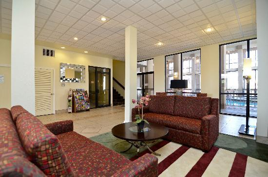 Quality Inn West Medical Center: Lobby