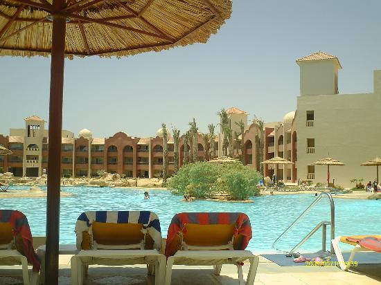 Tirana Aqua Park Resort: relaxing pool
