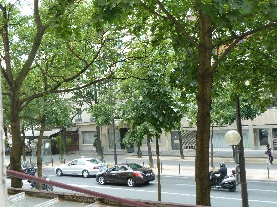 Hotel De La Paix Montparnasse: View from our room on the 1st floor