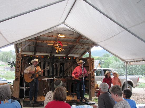 Howard, CO: Entertainment by CO. Saddle Strings - Cowboy dinners