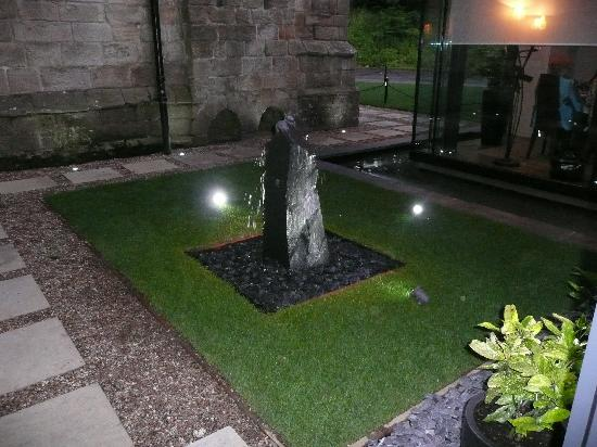 Langley Castle Restaurant: Water feature by new Pavilion