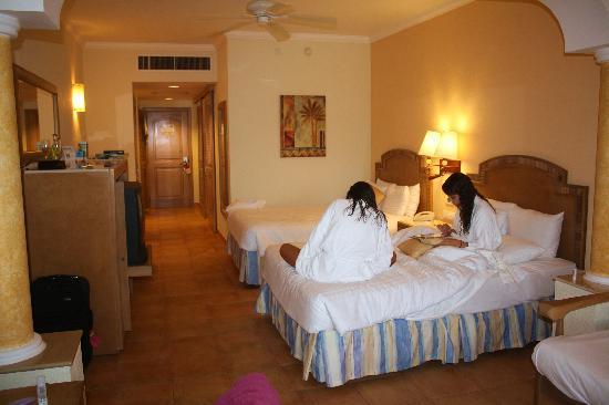 Barcelo Maya Colonial: room