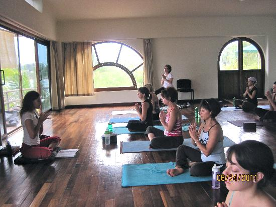 Mar de Jade Retreats Wellness Vacation: yoga session