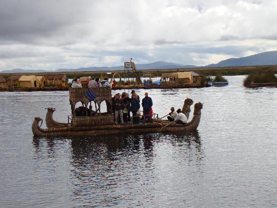 Hostal Helena Inn: Lago Titicaca - Islas Flotantes de Los Uros