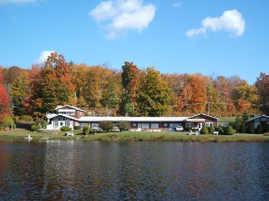 Lake Mocatek Inn: Fall