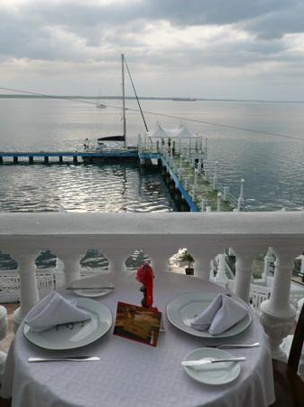 Club Cienfuegos: Speisen mit Meerblick