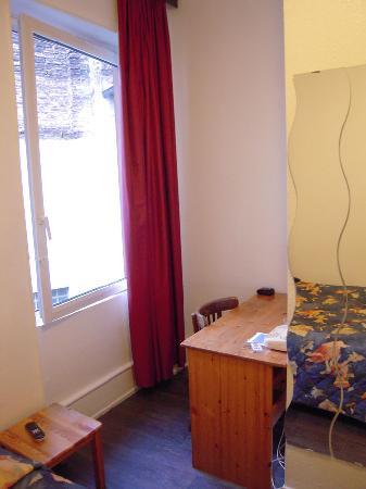 Hotel Le Grillon : room 01