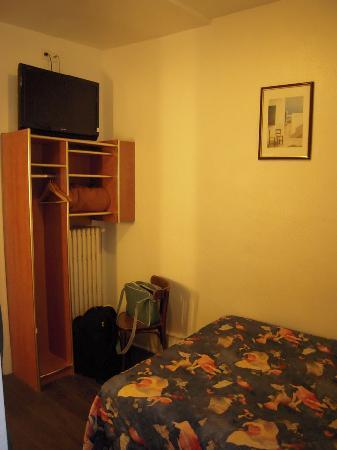 Hotel Le Grillon : room 02