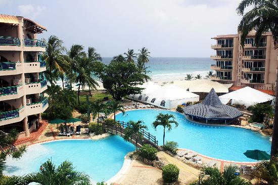 Accra Beach Hotel & Spa: The view from our hotel room - pool and beach