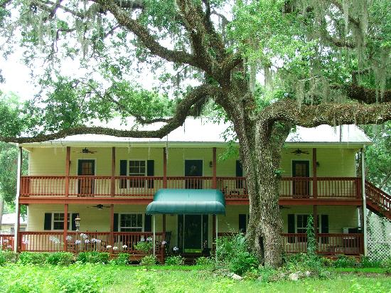 The Chassahowitzka Hotel: The Hotel