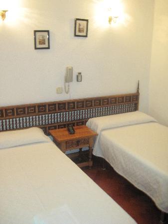 Hostal Esmeralda: Two twin beds