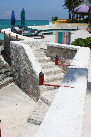 Compass Point Beach Resort: These steps lead to the ocean, that's why I didn't rate the swimming pool!