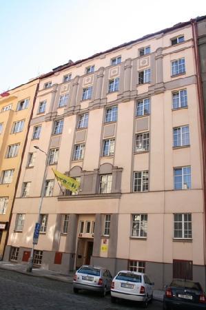 Dizzy Daisy Hostel Praha: building extrior