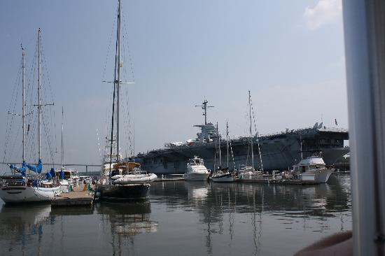 Patriots Point Naval & Maritime Museum : foto vanaf de watertaxi