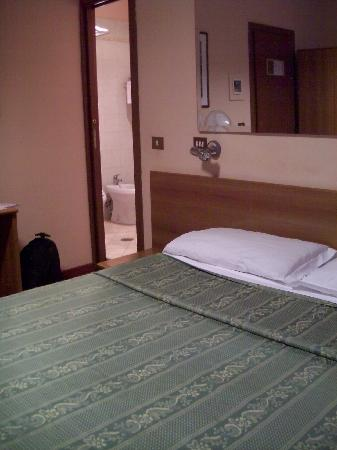 Hotel Urbis: very comfortable bed and pillows