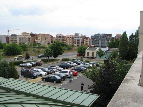 Sol Nessebar Bay: Utsikten fra vårt rom, mot parkeringsplassen