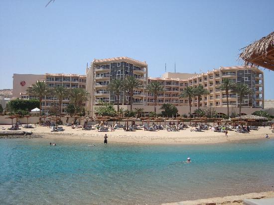"""Hurghada Marriott Beach Resort : Hotell Marriott """"taget från deras lilla ö """" Island Bar"""""""