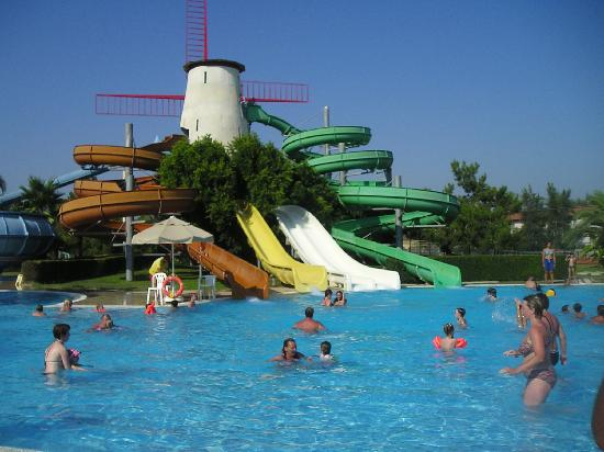 La piscina con gli scivoli foto di starlight convention - Piscine con scivoli ...