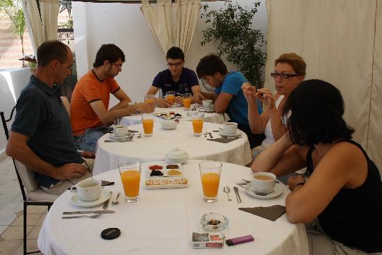 Riad Aguaviva: desayuno en la terraza