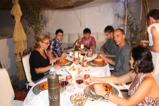 Riad Aguaviva: cena en la terraza