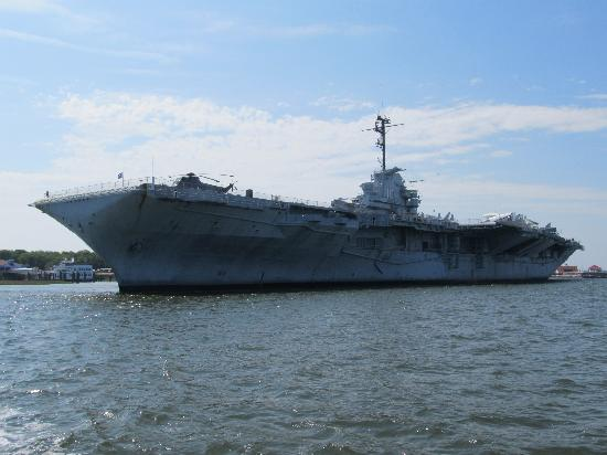 Patriots Point Naval & Maritime Museum : Yorktown from Ft. Sumter tour
