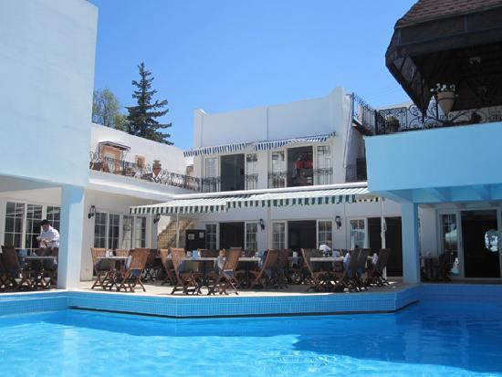 Hotel Comca Manzara: Restaurant au bord de la piscine