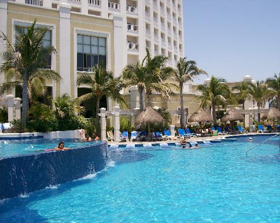 Foto De Hotel Riu Emerald Bay Mazatl 225 N One Of 3 Pools Tripadvisor