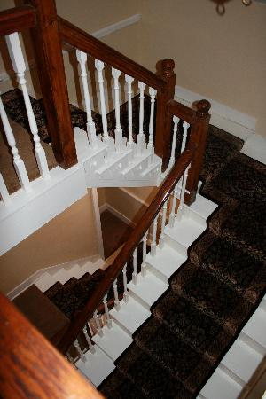Clearview Farm Bed and Breakfast: Open stairway