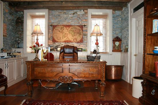 Clearview Farm Bed and Breakfast: Office