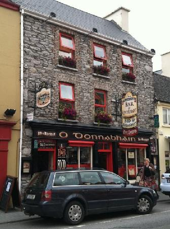 O'Donnabhain's Guesthouse B&B & Townhouses : A view from the road