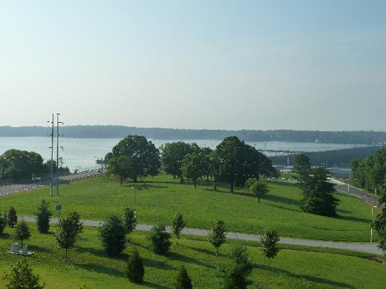 Marriott Shoals Hotel & Spa: View of the Tennessee River from our balcony