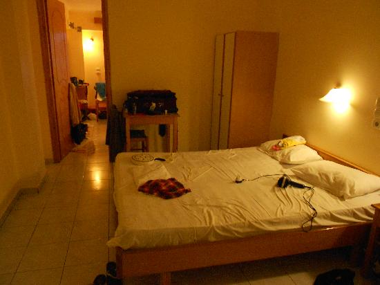 Zante Plaza Hotel & Apartments: double bed room in apartment