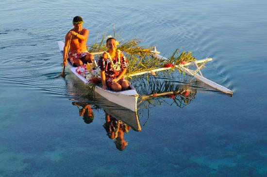 breakfast delivery by outrigger canoe