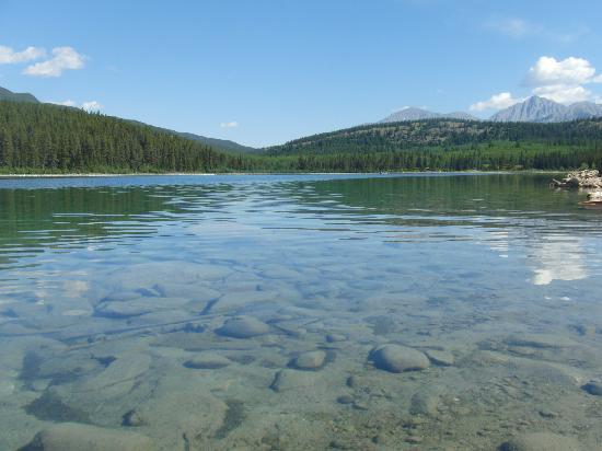 Patricia Lake Bungalows Resort: Patricia Lake in the morning