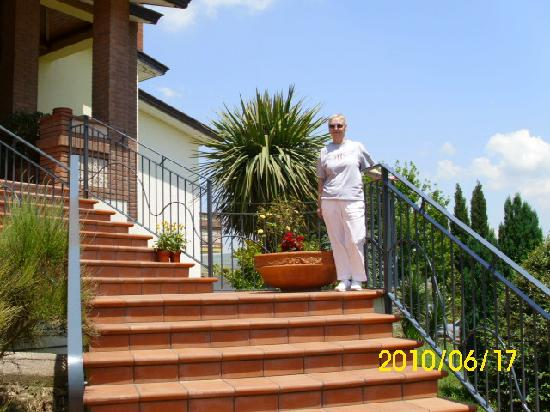 Country House Il Melograno: The steps that greet you!!