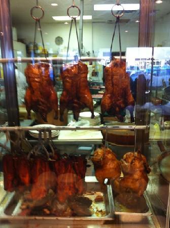 Sun Fortune Restaurant: Peking duck, glass through to kitchen