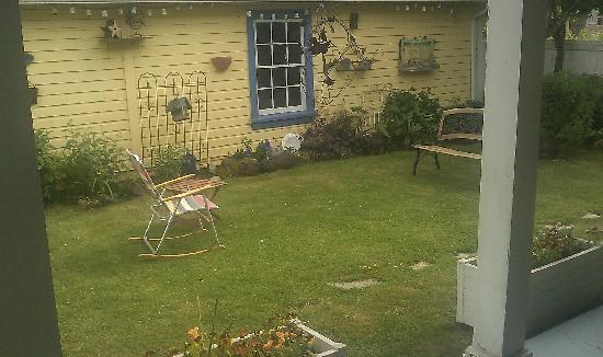 The Carlton Inn Bed & Breakfast: A portion of the backyard.