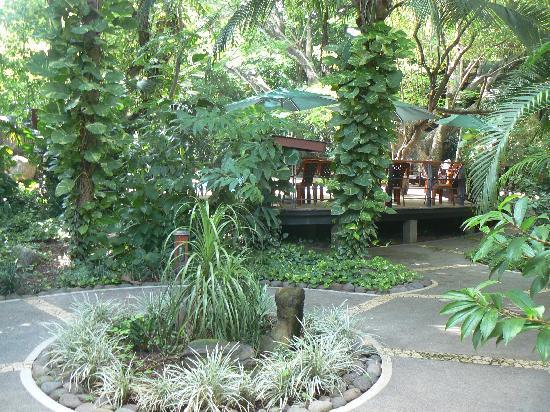 Hotel Bosque del Mar Playa Hermosa: Friends garden view bathroom
