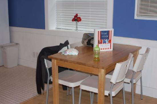 Blue Door Cottages: Kitchen Table