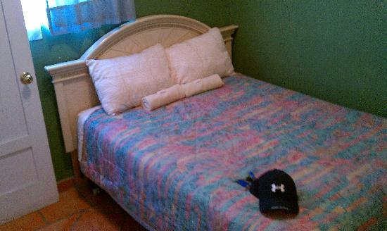 Santa Barbara Tourist Hostel: Bed - private room.