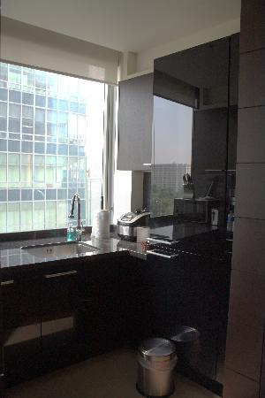 Yeouido Park Centre, Seoul - Marriott Executive Apartments : Kitchen view 1