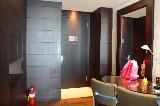 Yeouido Park Centre, Seoul - Marriott Executive Apartments : Entrance and dining area